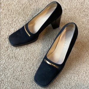 Vintage Gucci black suede pump